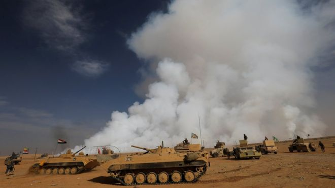 Mosul battle: US troops mask up against toxic fumes - Africa