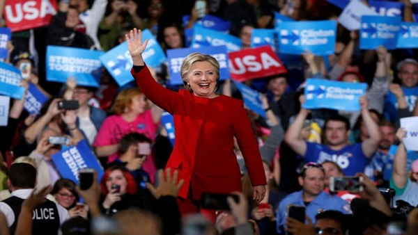U.S. Democratic presidential nominee Hillary Clinton waves to supporters at the Grand Valley State University Fieldhouse in Allendale, Michigan November 7, 2016.  REUTERS/Rebecca Cook