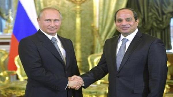 Russian President Vladimir Putin (L) shakes hands with his Egyptian counterpart Abdel Fattah al-Sisi  during their meeting in Moscow, August 26, 2015. REUTERS/Alexei Druzhinin/RIA Novosti/Kremlin