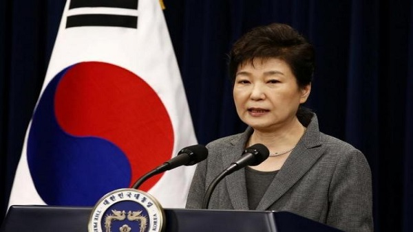 South Korean President Park Geun-Hye speaks during an address to the nation, at the presidential Blue House in Seoul, South Korea, 29 November 2016. REUTERS/Jeon Heon-Kyun