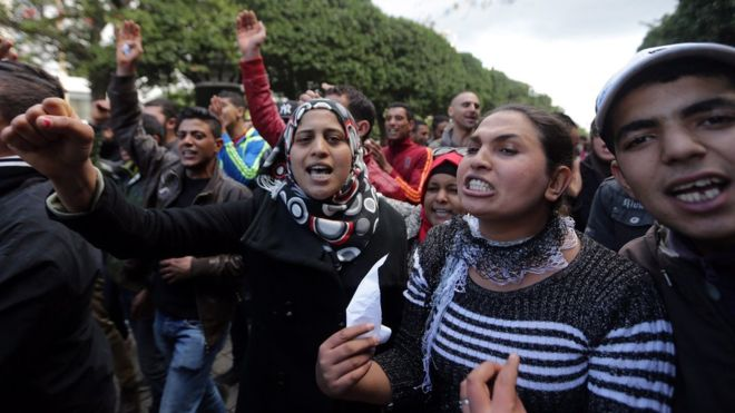 Thousands of Tunisians march against corruption amnesty law
