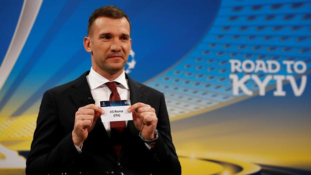 Former AC Milan striker Andriy Shevchenko draws AS Roma out of the pot at teh Champions League semi-final draw. Photo: REUTERS/Stefan Wermuth