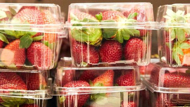 Supermarket chain removes Australian strawberries after needles found