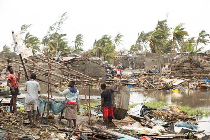 People looking helpless after the storm. Photo: Twitter/ @deeplookers