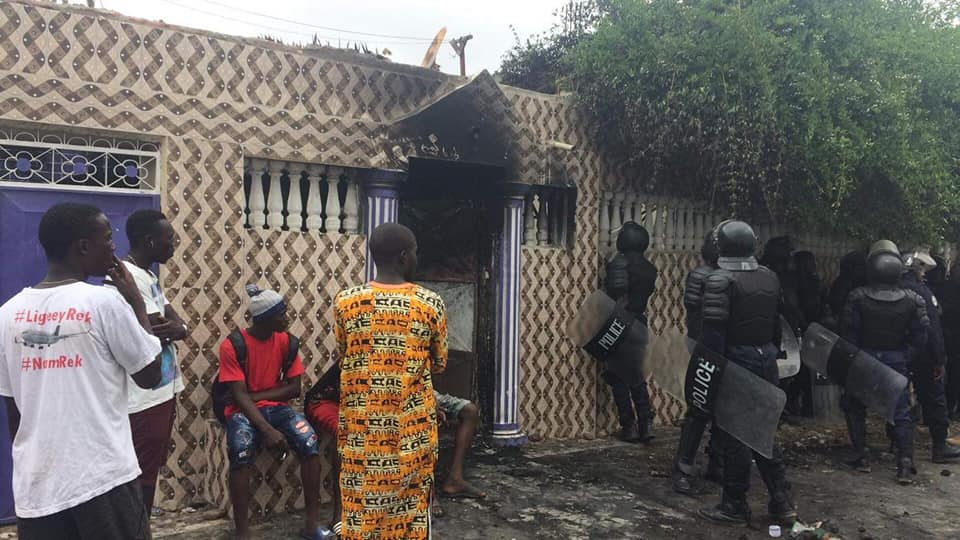 Mob burns police station Gambia