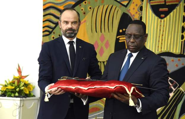 France returns sword to senegal