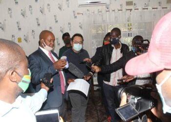 Zambian officials talking to the media at the restaurant Photo: Busuma Life Media / Facebook