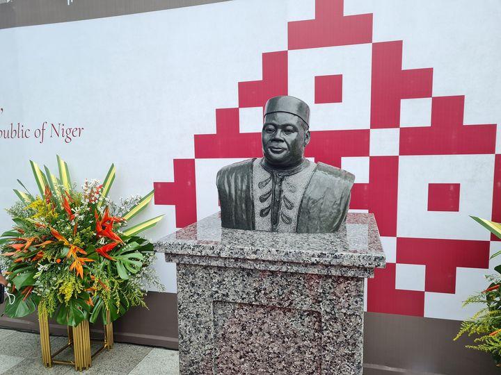 Statue of former Niger President
